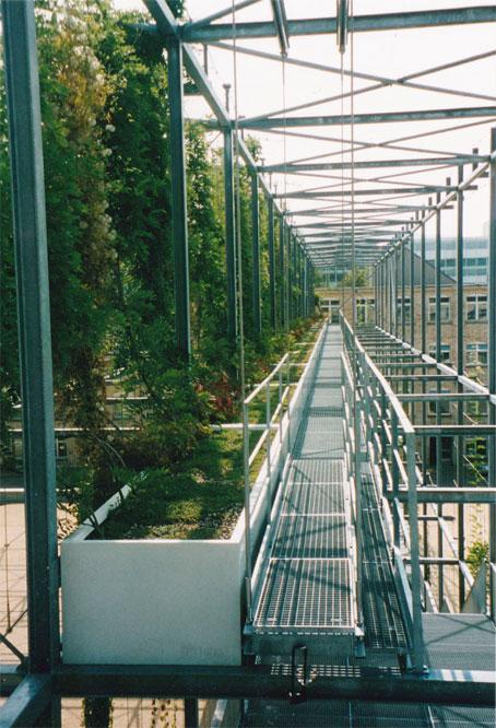 Bacs produit par Müller-polyestère SA , équipant la plus grande pergola du monde à Oerlikon, Zurich