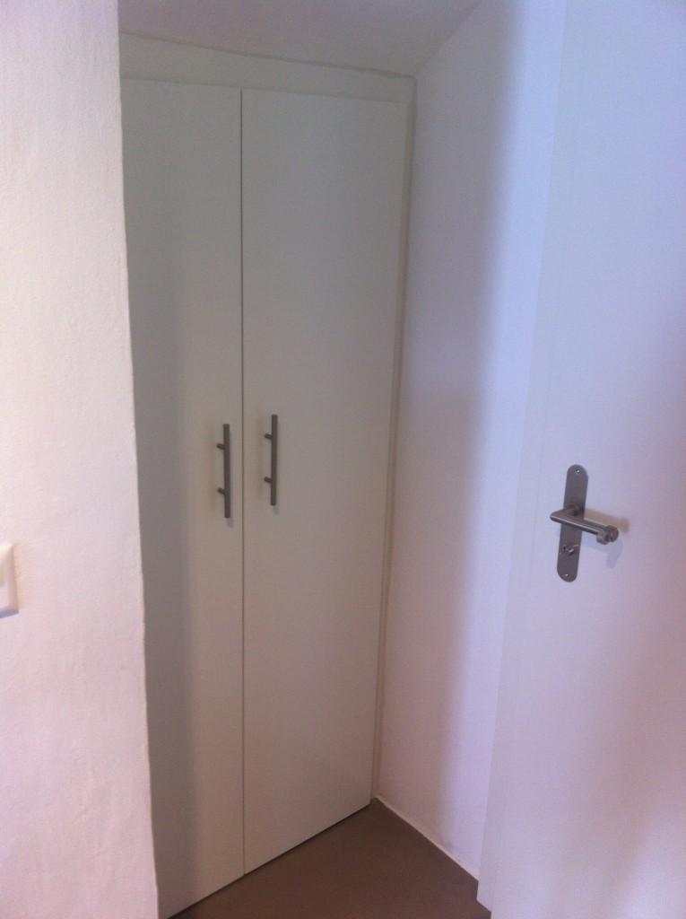 armoire sur mesure sous escalier