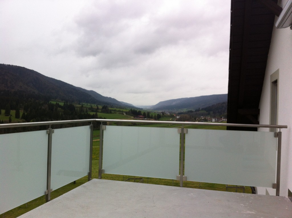 Barrière de balcon en verre et inox